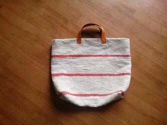 赤いラインの裂き織りバッグの画像