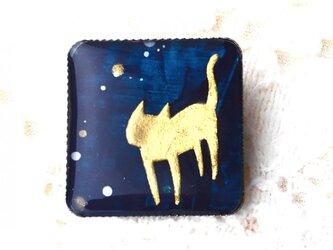 猫のミニブローチネイビーブルーの画像