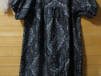 大島紬 グレーに大きい菱紋 パフ袖OPの画像