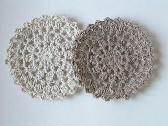 玉編みの丸いコースターの画像