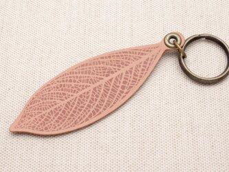 [生成り unbleached] 革の葉っぱ キーホルダー (LK-2)の画像