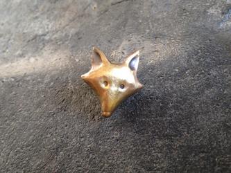 狐の顔のピンブローチの画像