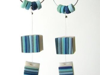 Cube pierced earrings -blueの画像