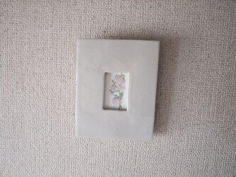 プンクタータと陶器のフレームの画像