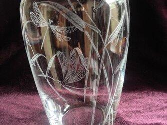蜻蛉のクリスタル花器~手彫りガラスの画像