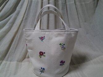 sifuu様ご予約品 トートバッグ 小さなお花の刺繍の画像