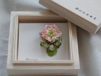 淡いピンクの小花の片耳ピアス(フェイク)の画像