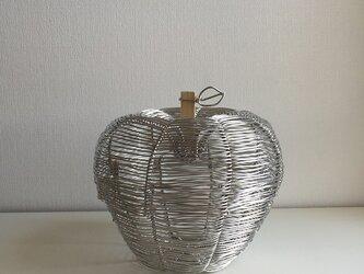 りんご型ふた付きかご(シルバー)の画像