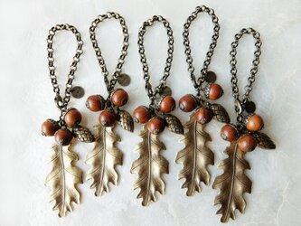 【秋の足音♪】木製どんぐりの秋色バッグチャームの画像