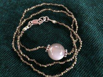グレームーンストーンの満月ネックレスの画像