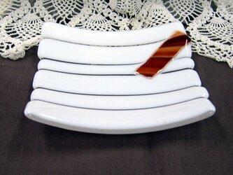 茶色縞柄短冊ガラス皿 SD41の画像