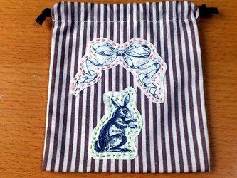 クラシックプリント巾着(リボン×ウサギ)の画像