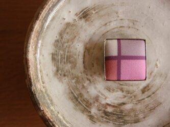 Yuianオリジナル くるみ帯留め・モダン四つ窓-紅梅色の画像