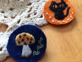 手刺繍ブローチ☆黒ネコの画像
