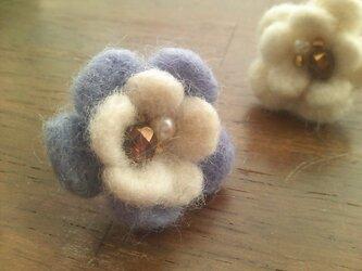羊毛フェルトのお花のリング(紫)の画像