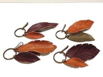 革の葉っぱキーホルダーの画像