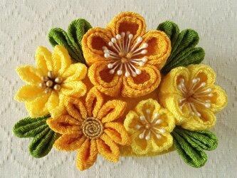 〈つまみ細工〉梅と小菊のバレッタ(山吹とレモン)の画像