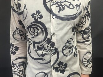 長袖和柄シャツ(水墨画風 達磨)の画像