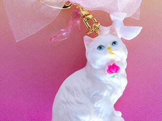 N様ご予約分・白猫のキーホルダー(ピンクパンプス)の画像