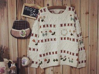 【受注製作】キュートなお花畑の刺繍がいっぱい!手編みニットセーター カーディガン 花柄 S5021の画像