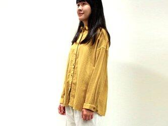 [ボタニカルダイ] タマネギ染 ソフトな綿麻ゆったりシャツ 8514-01014-60の画像