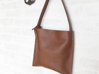 革のシンプルサック Mサイズ モカブラウンの画像