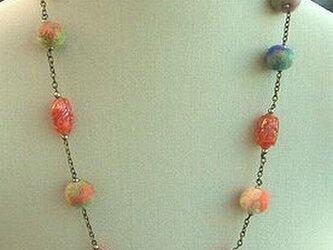 ◆◇◆フェルトボールとビーズのネックレスの画像