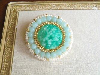 ヴィンテージガラスのビーズ刺繍ブローチの画像