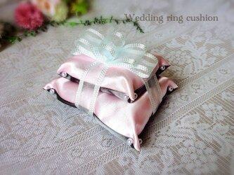 シャンパングレーとうすいピンクのリングピローの画像