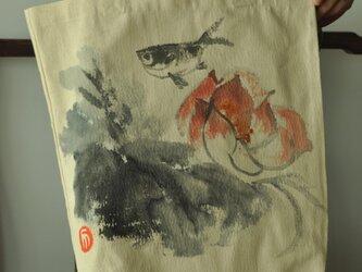 水墨画蓮、魚のエコバッグの画像