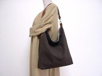 綿麻くったりワンハンドルバッグ(こげ茶×ブラウン革)の画像
