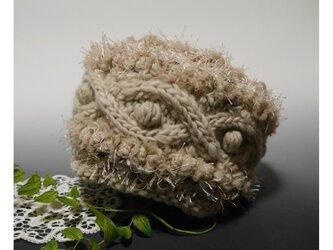 ざっくりケーブル模様&ボッブル・あったかニット帽子(ベージュ)の画像