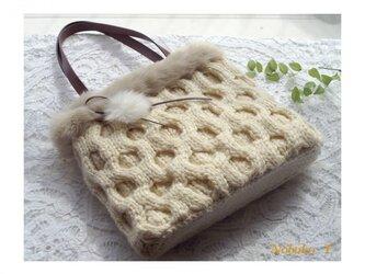 【再販】国産毛糸とファーのあったかニットバッグ(オフホワイト)の画像