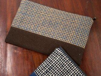 藍と茶綿の手織り大きめポーチ(よこ切替)の画像