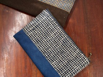 手織りの藍の切替えポーチの画像