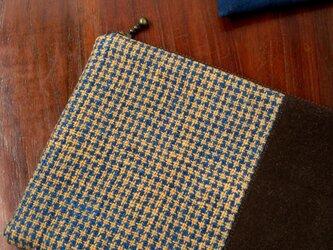 藍と茶綿の手織り大きめポーチ(たて切替)の画像