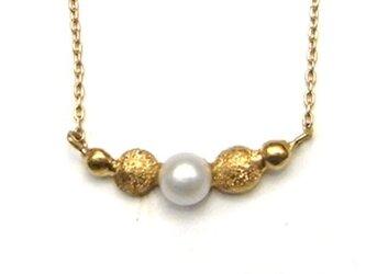 フロッキーゴールドxパールのネックレスの画像
