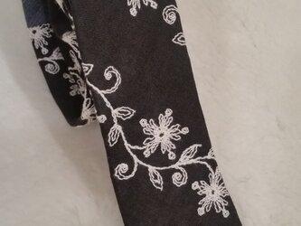 リネン 刺繍 ネクタイの画像
