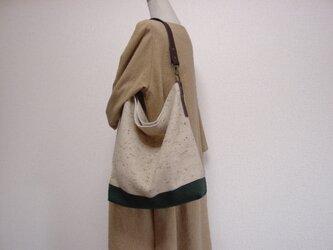 ウールと綿麻(深緑)のワンハンドルバッグ(ネップツイード×チョコ色革)の画像