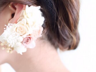 バラとアジサイのイヤーフックの画像