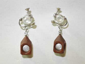 水晶の木包みイヤリング 花梨 円すい 銀の画像