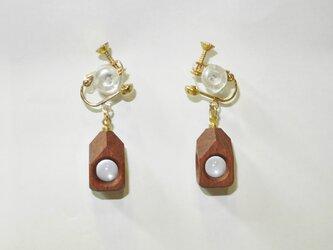 水晶の木包みイヤリング 花梨 ひし形 金の画像