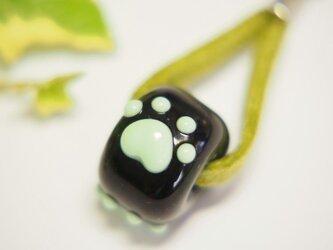 肉球ストラップ 乳白緑の画像