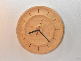 木曽檜の無垢材ならではの陰影に木目が映える掛け時計【電波時計】の画像