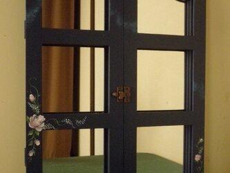 アーチ型木枠窓両開きミラーの画像