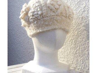 【お値下げしました】モコモコ・パッチワークのニット帽子(オフホワイト)の画像