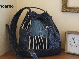 デニム&ゼブラ柄ハラコパッチ巾着バッグの画像