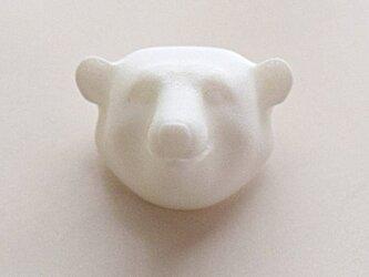 白クマのブローチの画像