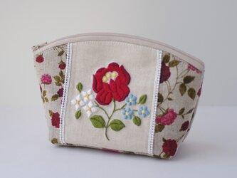 赤い花刺繍のポーチの画像