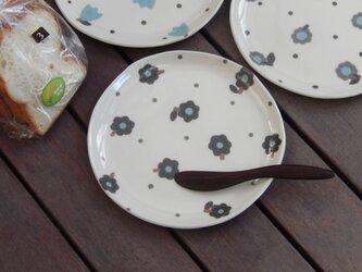 お花のパン皿(黒)の画像
